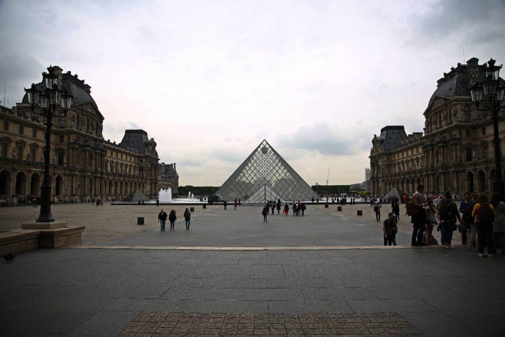 Louvre | Finding the spirit of Paris - a mini guide | Due fili d'erba | Two blades of grass | Thais FK |