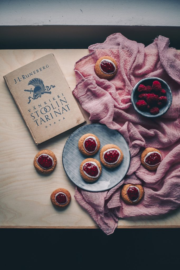 Runebering thumbprint cookies | The Adagio Blog | Thais FK Photographer Recipe Developer & Content Creator | Valokuvaaja Ruokataiteilija & Sisällöntuottaja Thais FK