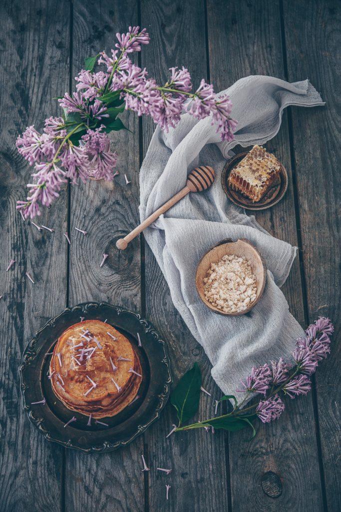 Lilac honeycomb pancakes | The Adagio Blog | Thais FK Photographer Recipe Developer & Content Creator | Valokuvaaja Ruokataiteilija & Sisällöntuottaja Thais FK